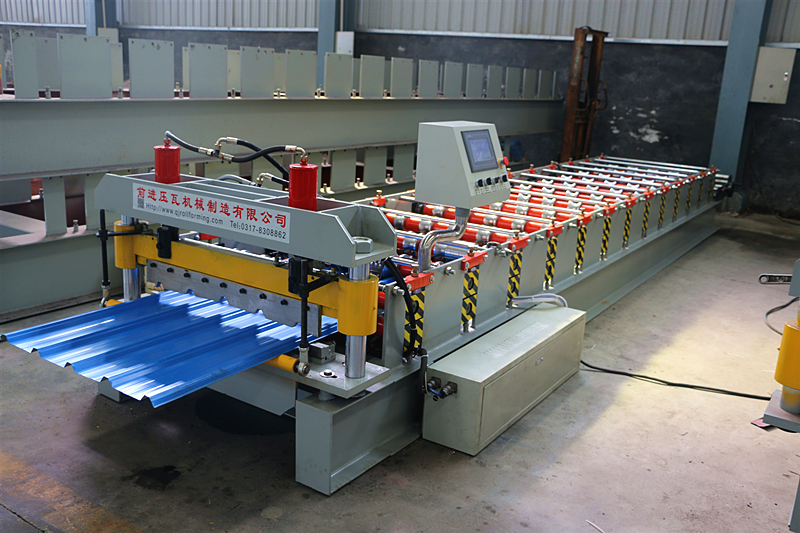Indonesia Spandek Roofing Roll Forming Machine