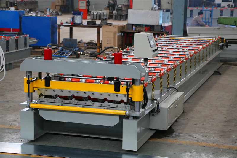 CE Standard Roofing Sheet Roll Forming Machine